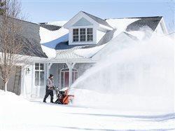 De los cortacéspedes a los sopladores de nieve: preparación de los equipos para el cambio de estación
