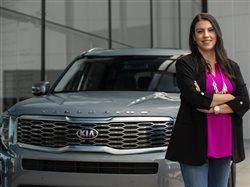 Ingeniera latina ayuda a construir un auto nuevo para Estados Unidos, ofrece inspiración para niñas considerando carreras en STEM
