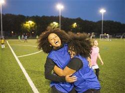 5 consejos esenciales para que las niñas sigan practicando deportes