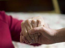 Cuido a mi madre de cien años, y así es como he aprendido a cuidarme yo también